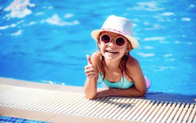 Мога ли да плувам с контактни лещи?